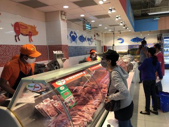 Co.opmart giảm giá nhiều mặt hàng thịt heo - Ảnh 1.