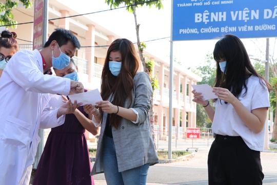TP HCM: Ngày 7-4, thêm 8 bệnh nhân khỏi bệnh Covid-19 xuất viện - Ảnh 1.