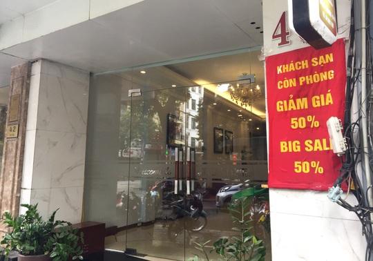 CLIP: Khách sạn khu phố cổ Hà Nội cửa đóng then cài do dịch Covid-19 - Ảnh 7.