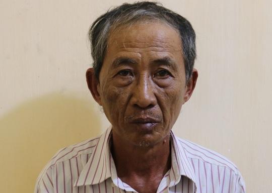 Tạm giữ người cha 64 tuổi mua heroin cho con trai sử dụng - Ảnh 1.