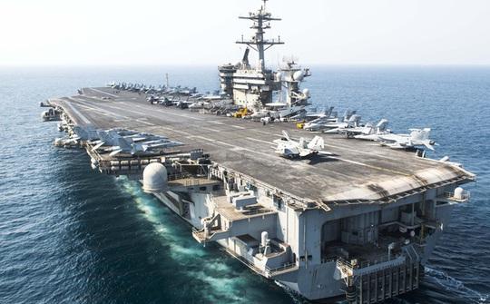 Siêu tàu sân bay Mỹ USS Theodore Roosevelt đã vào đến vịnh Đà Nẵng - Ảnh 1.