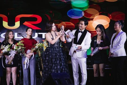 Triệu phú Đô Nguyễn trao thưởng 8 viên kim cương tri ân khách hàng tại Mỹ - Ảnh 1.