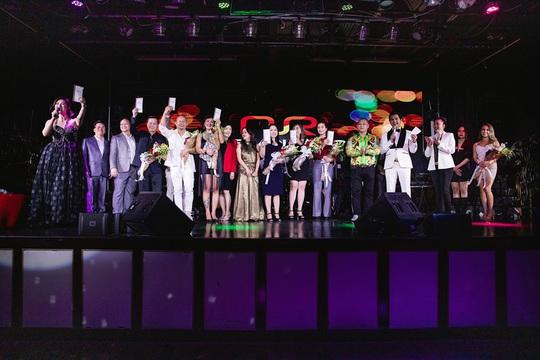Triệu phú Đô Nguyễn trao thưởng 8 viên kim cương tri ân khách hàng tại Mỹ - Ảnh 4.
