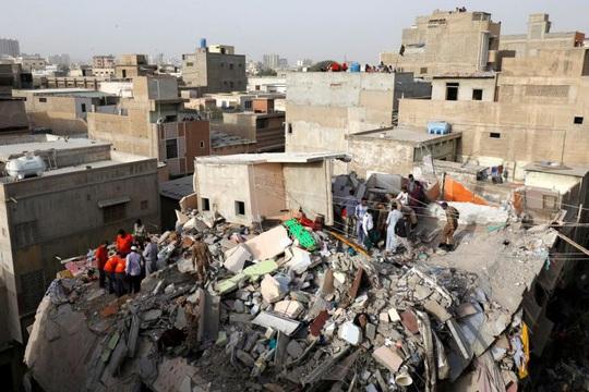 Lén xây thêm tầng, chung cư bị sập vùi chết 14 người - Ảnh 4.