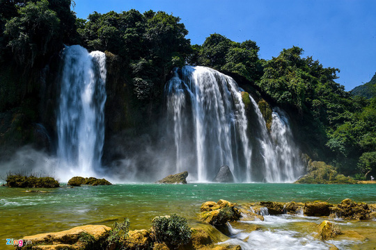Cận cảnh vẻ đẹp như xứ tiên ở thác Bản Giốc - Ảnh 1.