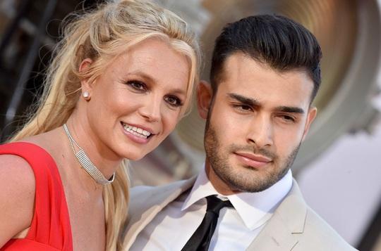 Britney Spears - công chúa mải mê yêu đương và ly hôn sau 55 tiếng - Ảnh 1.