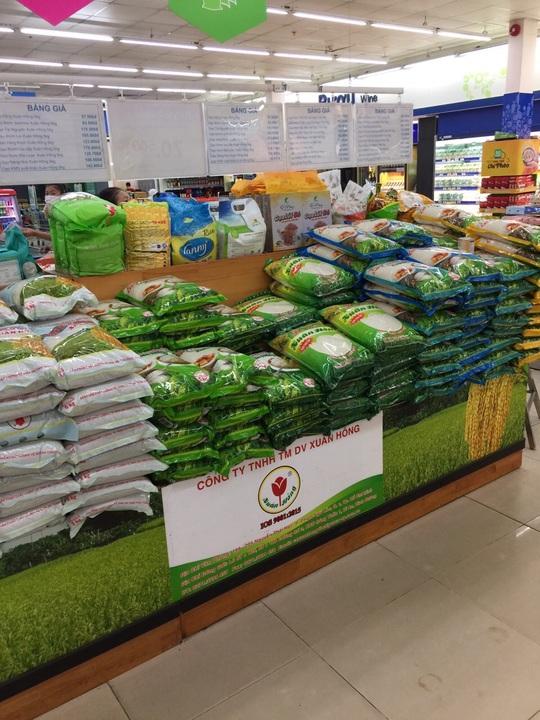 TP HCM: Chợ, siêu thị vắng hoe trong ngày đầu cách ly toàn xã hội - Ảnh 8.