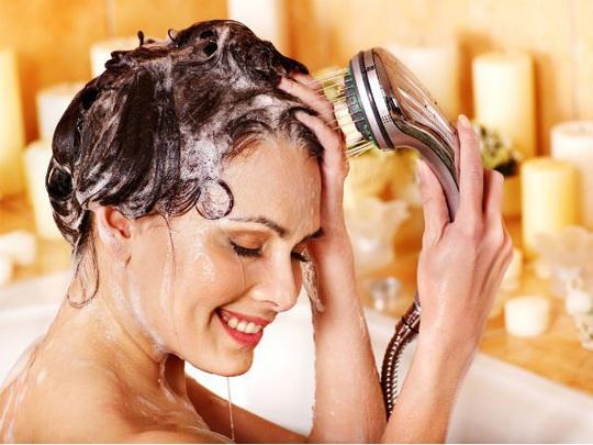 8 sai lầm cực dễ mắc khi gội đầu khiến tóc bị hư tổn - Ảnh 5.