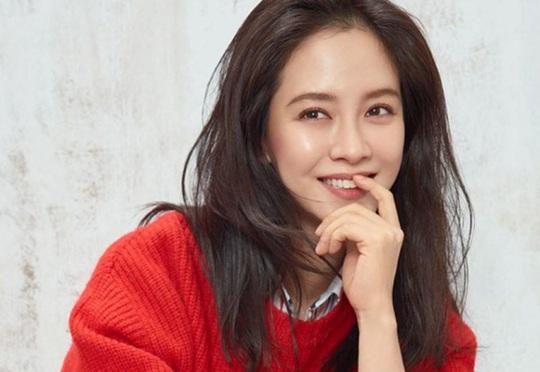 Điều gì giúp Son Ye Jin, Jang Nara luôn trẻ hơn tuổi? - Ảnh 1.