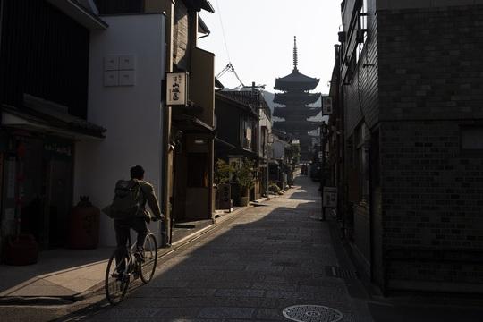Cố đô Nhật Bản những ngày vắng bóng du khách - Ảnh 1.