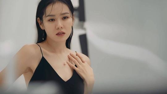 Điều gì giúp Son Ye Jin, Jang Nara luôn trẻ hơn tuổi? - Ảnh 5.