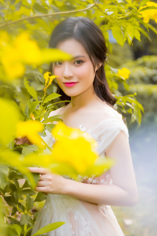 Ca sĩ Sunny Đan Ngọc khỏe vẻ đẹp mong manh tựa nàng thơ. - Ảnh 2.