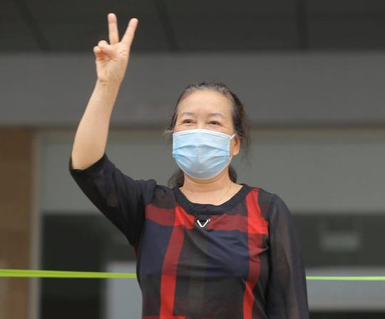 Nữ điều dưỡng Bệnh viện Bạch Mai cùng 8 bệnh nhân Covid-19 được công bố khỏi bệnh - Ảnh 12.