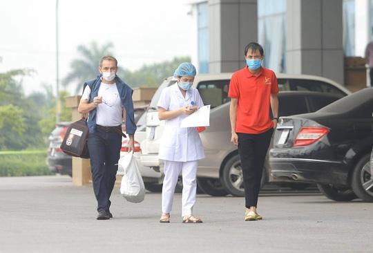 Nữ điều dưỡng Bệnh viện Bạch Mai cùng 8 bệnh nhân Covid-19 được công bố khỏi bệnh - Ảnh 15.