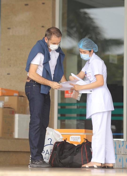 Nữ điều dưỡng Bệnh viện Bạch Mai cùng 8 bệnh nhân Covid-19 được công bố khỏi bệnh - Ảnh 16.