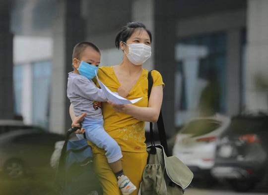 Nữ điều dưỡng Bệnh viện Bạch Mai cùng 8 bệnh nhân Covid-19 được công bố khỏi bệnh - Ảnh 17.