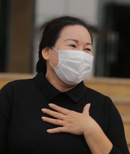 Nữ điều dưỡng Bệnh viện Bạch Mai cùng 8 bệnh nhân Covid-19 được công bố khỏi bệnh - Ảnh 18.