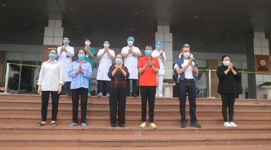 Nữ điều dưỡng Bệnh viện Bạch Mai cùng 8 bệnh nhân Covid-19 được công bố khỏi bệnh - Ảnh 25.