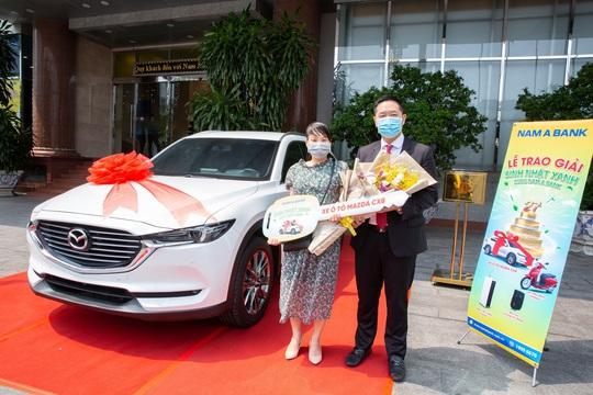 Nam A Bank trao giải ô tô trị giá 1,2 tỉ đồng cho khách hàng - Ảnh 1.