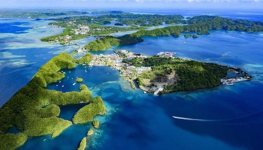 Cảnh đẹp hoàn hảo ở những quốc gia ít dân nhất thế giới - Ảnh 3.