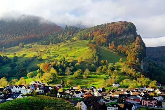 Cảnh đẹp hoàn hảo ở những quốc gia ít dân nhất thế giới - Ảnh 7.
