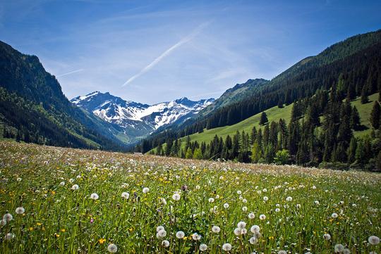 Cảnh đẹp hoàn hảo ở những quốc gia ít dân nhất thế giới - Ảnh 8.