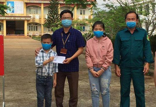 Hai học sinh dùng tiền tổ chức sinh nhật tặng quỹ phòng chống dịch Covid-19 - Ảnh 1.