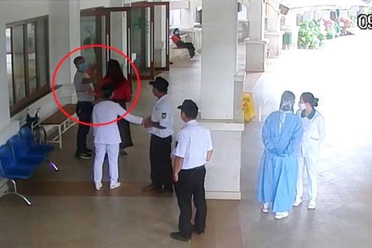Khởi tố đại gia đánh bảo vệ bệnh viện khi được nhắc đo thân nhiệt - Ảnh 1.
