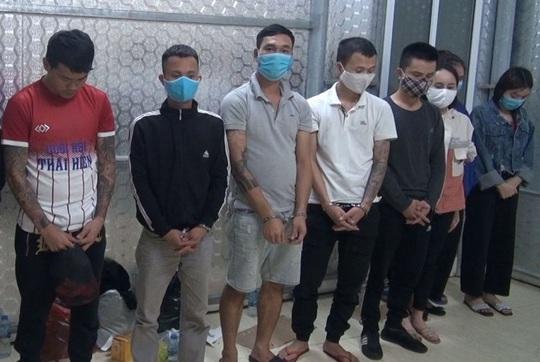 11 thanh niên mở tiệc sinh nhật bằng ma túy, thác loạn tập thể trong quán karaoke - Ảnh 2.