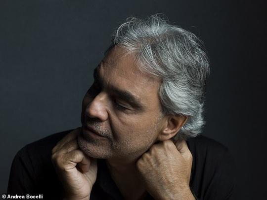 Danh ca khiếm thị Andrea Bocelli khiến hàng triệu người xúc động - Ảnh 1.