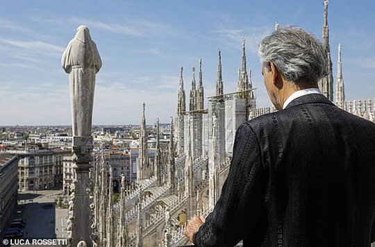 Danh ca khiếm thị Andrea Bocelli khiến hàng triệu người xúc động - Ảnh 6.
