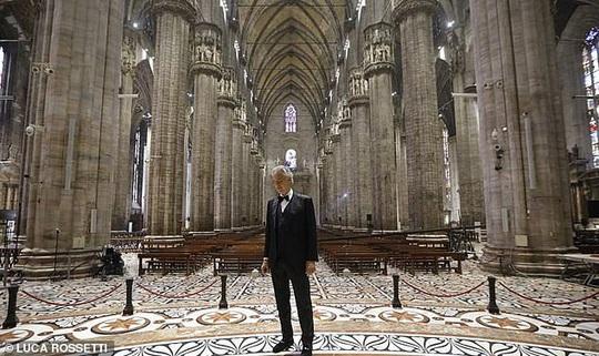 Danh ca khiếm thị Andrea Bocelli khiến hàng triệu người xúc động - Ảnh 4.