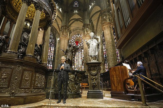 Danh ca khiếm thị Andrea Bocelli khiến hàng triệu người xúc động - Ảnh 3.