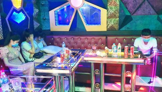 Quảng Nam: Lại phát hiện chơi ma túy trong quán karaoke - Ảnh 2.