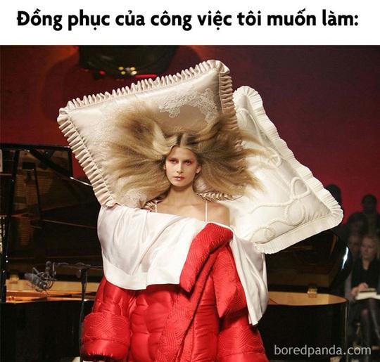 Váy giường ngủ và loạt thiết kế thời trang nhìn chỉ gây cười - Ảnh 2.