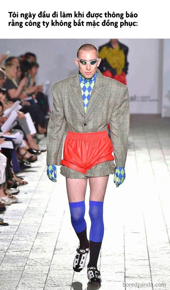 Váy giường ngủ và loạt thiết kế thời trang nhìn chỉ gây cười - Ảnh 6.