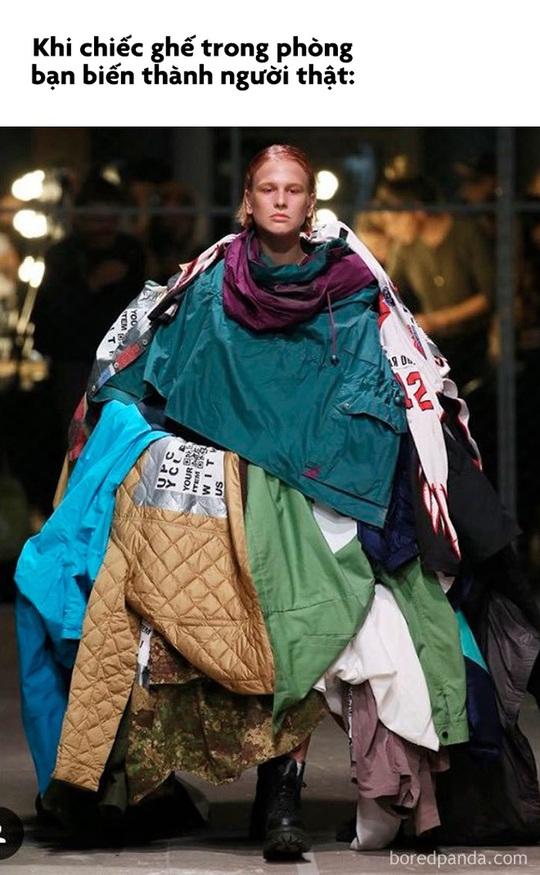 Váy giường ngủ và loạt thiết kế thời trang nhìn chỉ gây cười - Ảnh 7.