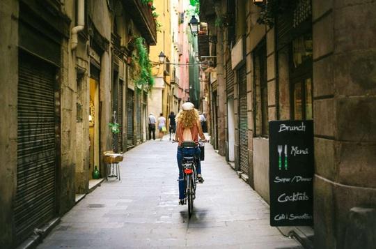 Những đường phố độc đáo trên thế giới - Ảnh 7.