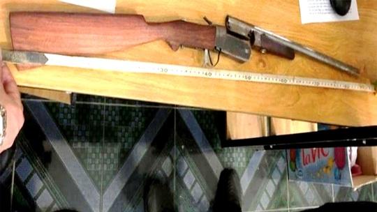 Con mua súng cho mẹ bắn chết cha để giải tỏa uất hận vì bị hành hạ - Ảnh 2.