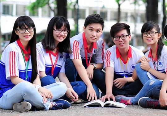 Trường ĐH Kinh tế TP HCM chi 20 tỉ đồng hỗ trợ sinh viên - Ảnh 1.