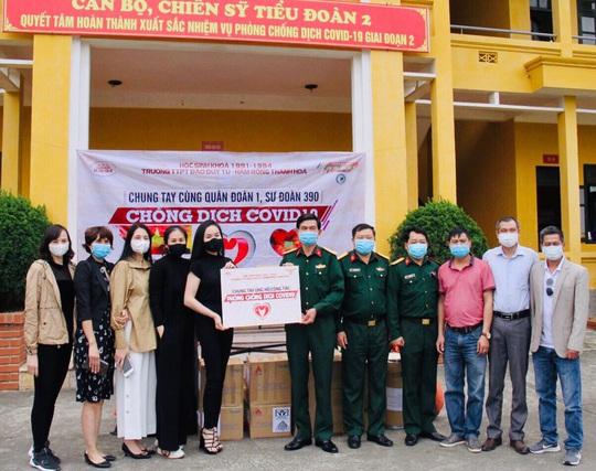 Trao tặng vật tư y tế, trang thiết bị phòng chống dịch COVID-19 cho các đồn Biên phòng - Ảnh 2.