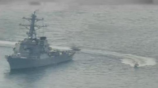 11 tàu Iran áp sát tàu Mỹ ở vùng Vịnh - Ảnh 1.