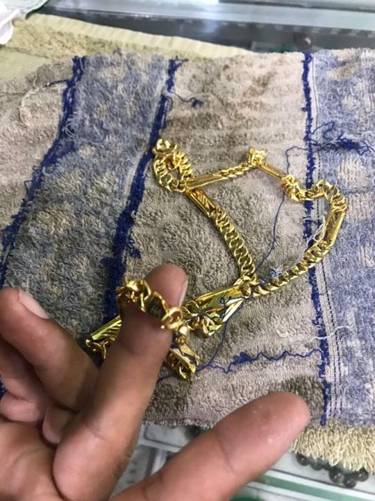 Vì sao nam thanh niên vào tiệm vàng ở Củ Chi giật 2 sợi dây chuyền? - Ảnh 4.