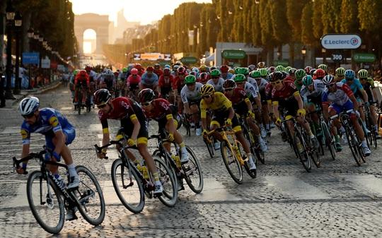 Tour de France lần 107 tạm dừng ngày lăn bánh - Ảnh 1.
