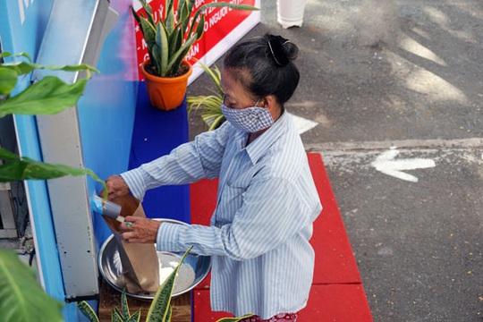 Thủ Đức (TP HCM) khai trương ATM gạo - Ảnh 1.