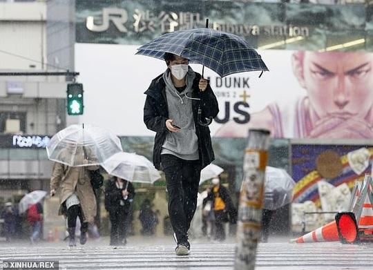 Covid-19 ở Nhật: Bệnh nhân sốt, khó thở bị 80 bệnh viện từ chối - Ảnh 2.