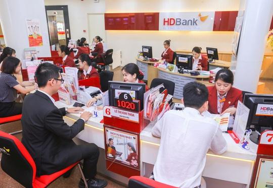 Nhiều ngân hàng giảm lãi vay, doanh nghiệp không cần chứng minh thiệt hại - Ảnh 1.