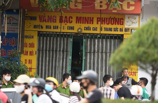 Đình chỉ vụ Chi cục trưởng thi hành án TP Thanh Hóa tử vong do uống rượu có chất độc Cyanua - Ảnh 1.