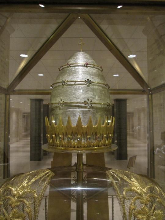 Ý nghĩa đằng sau chiếc mũ đắt giá nhất thế giới, lên đến 10 triệu USD - Ảnh 2.