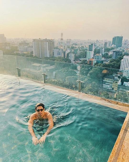 Bỏ túi 4 khách sạn TP HCM sở hữu hồ bơi tầng thượng view đẹp - Ảnh 2.